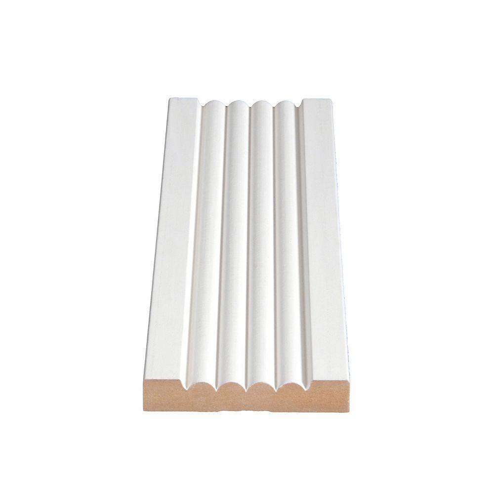 Alexandria Moulding Boîtier en panneaux de fibres de 5/8 po x 3 5/16 po avec apprêt MDF
