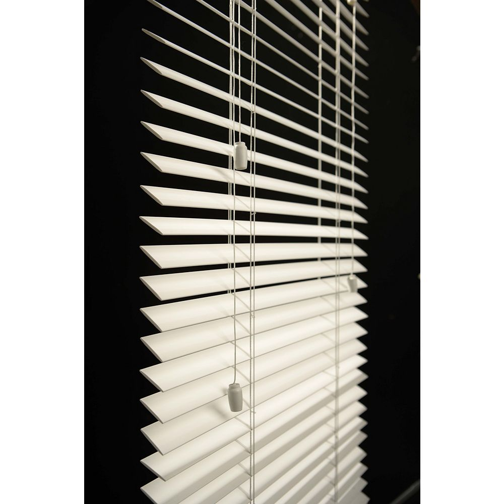 Shade O Matic Jasper 2in Printed Faux Wood Blinds 24in By 48in The Home Depot Canada