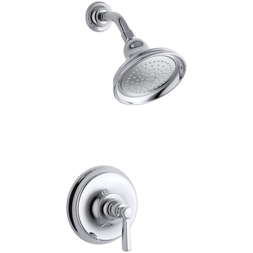 KOHLER La photo montre la baignoire à régulation de pression Bancroft Rite-Temp et la garniture de robinet de douche avec poignée à levier en métal