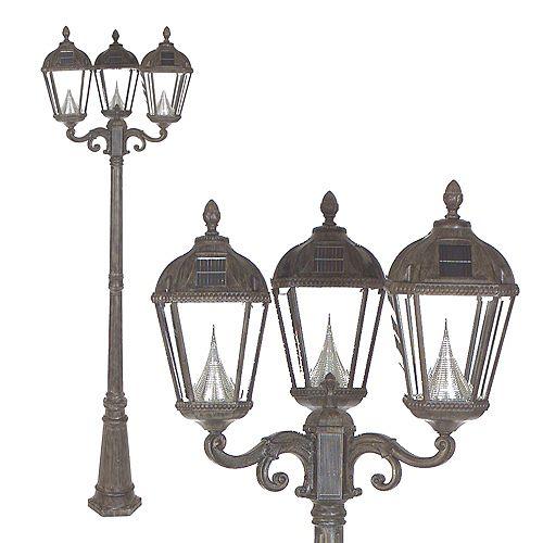 Le poste de lampe solaire royal, la lampe triple, a érodé du bronze