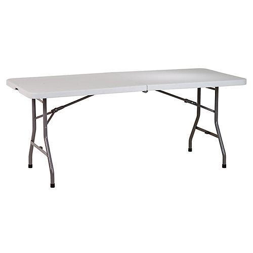 Table polyvalente en résine de 6 pi. rabattable avec roulettes.