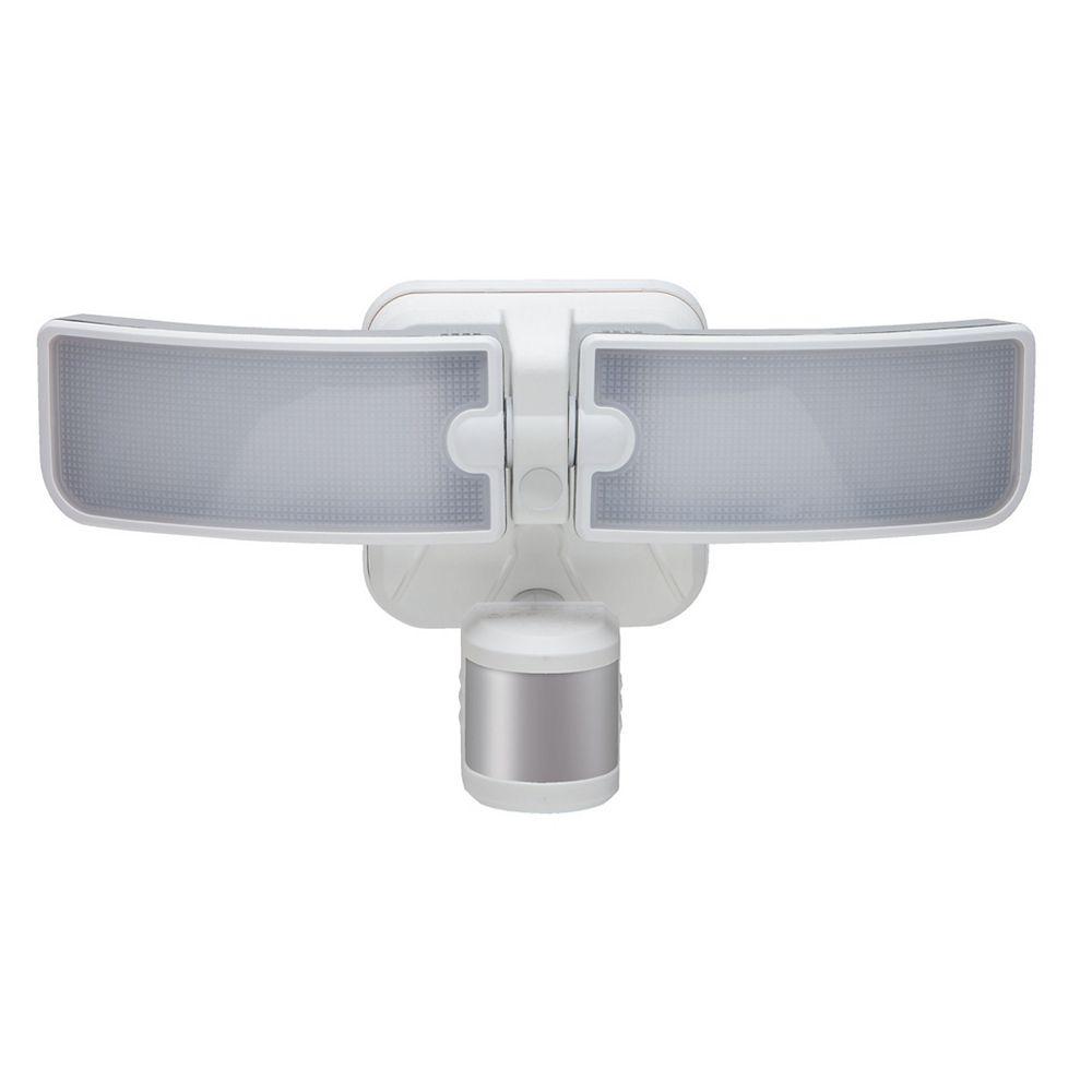 Defiant Lumière de sécurité d'extérieur à DEL avec détection de mouvement à 180 degrés BLADE, blanc