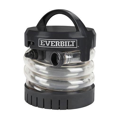 Pompe légère et portative, idéale pour transférer l'eau d'un endroit à un autre.