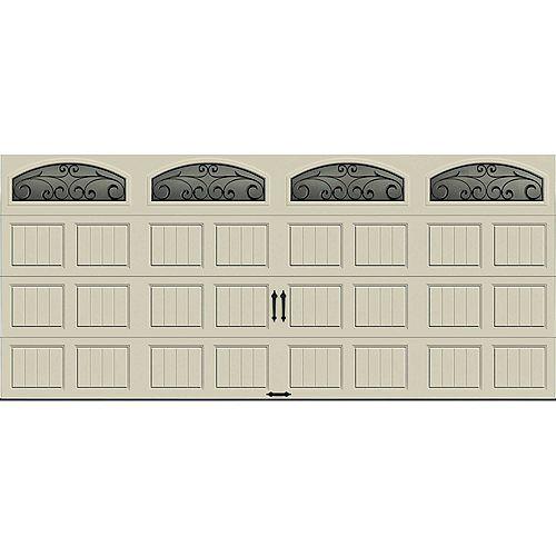 Porte de garage Collection Gallery 16pi x 7pi Valeur R 6.5 isolée en polystyrène Dune Avec fenêtres Fer Forgé