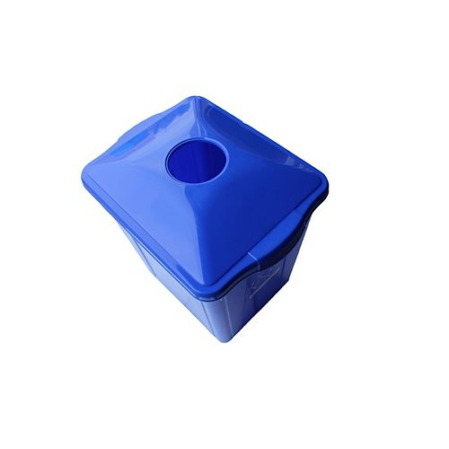 Recyclage: boîte de 15 gl. avec une bouteille et peut surpasser