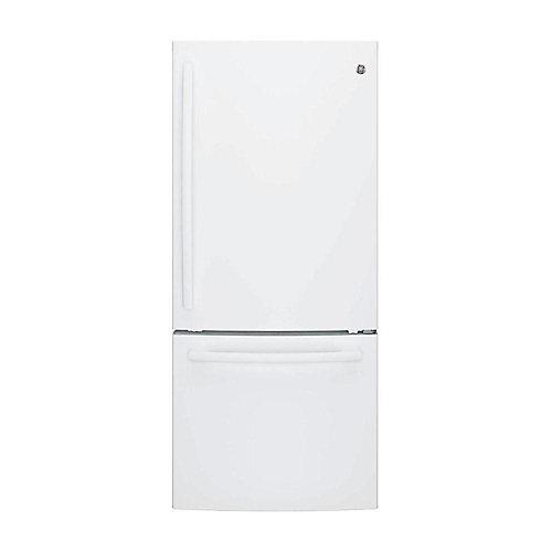 Réfrigérateur de 30 po W 20,9 pi3 à fond de congélation dans le W hite - ENERGY STAR®