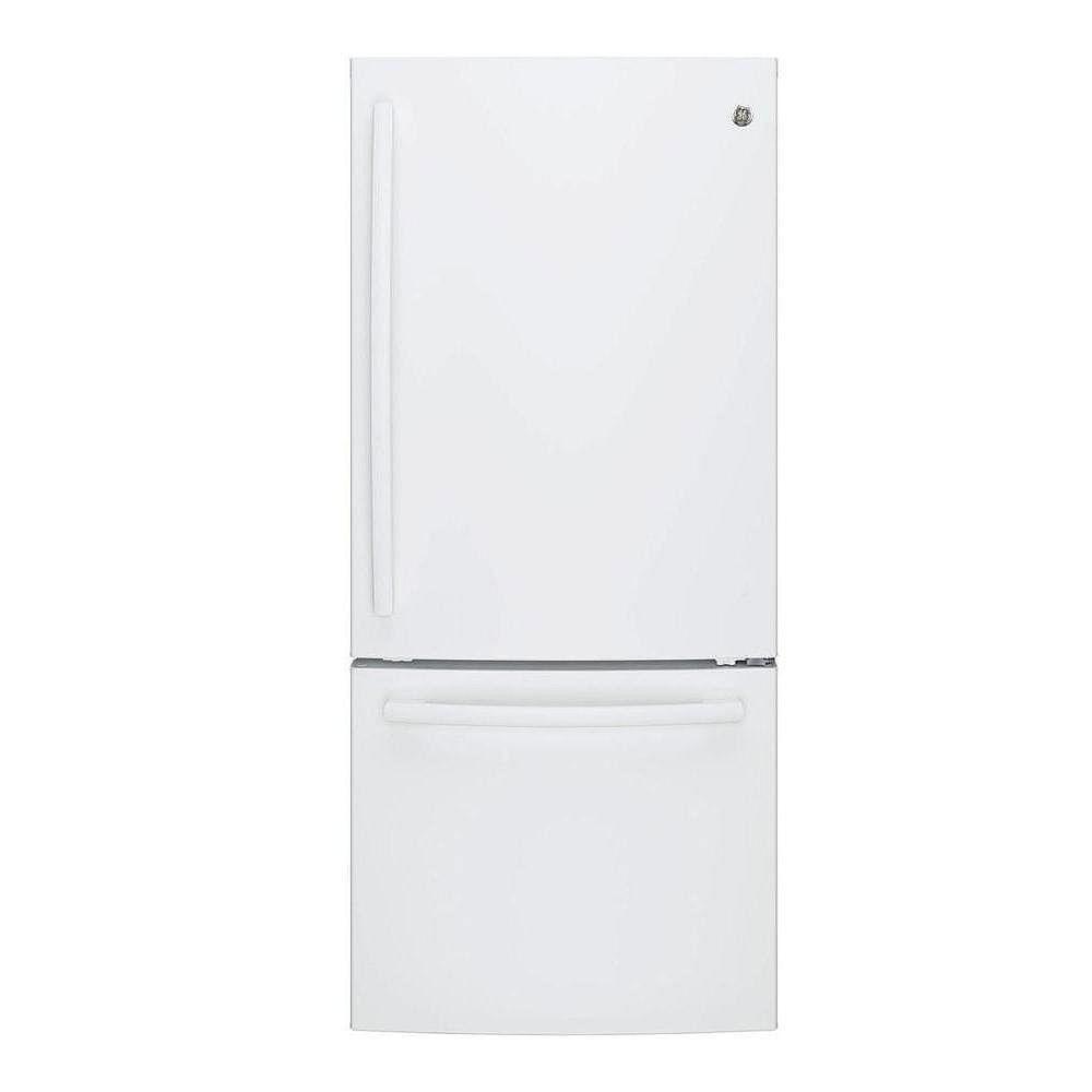 GE 30-inch W 20.9 cu. ft. Bottom Freezer Refrigerator in White - ENERGY STAR®