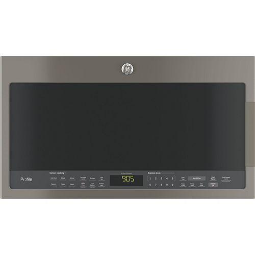 GE Profile Four à micro-ondes de 30 pouces de largeur et de 2,1 pieds cubes avec capteur de cuisson dans l'ardoise