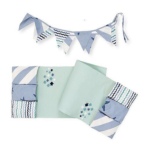 Revêtement de table à langer avec rangement et guirlande de fanions Petite baleine DreamIt, Bleu