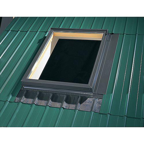 Solin pour toiture métallique pour puits de lumière avec cadre intégré - taille C12