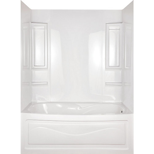 Baignoire Vantage en alcôve 5 pièces entourée d'un mur en blanc