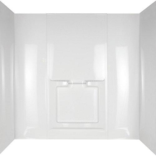 Mur de la baignoire en alcôve d'Allura entouré de blanc