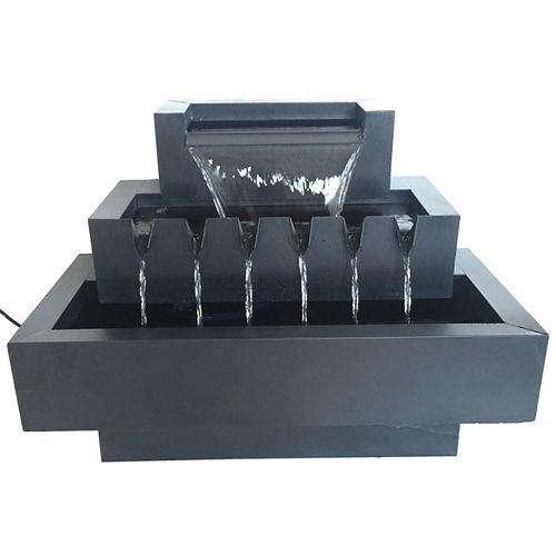 Fontaine 'rectanglespo. en métal de zinc, à niveaux multiples.