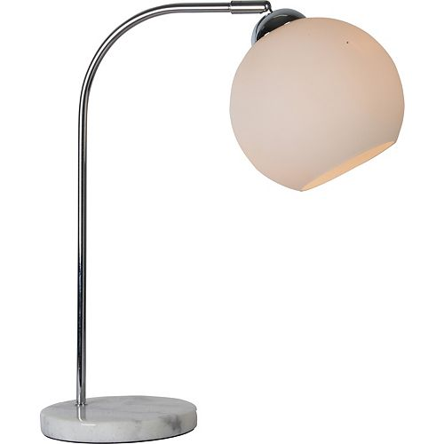 """Lampe de table en chrome avec un abat-jour en verre """"Harlow"""" 7 1/3 po H x 15 L"""