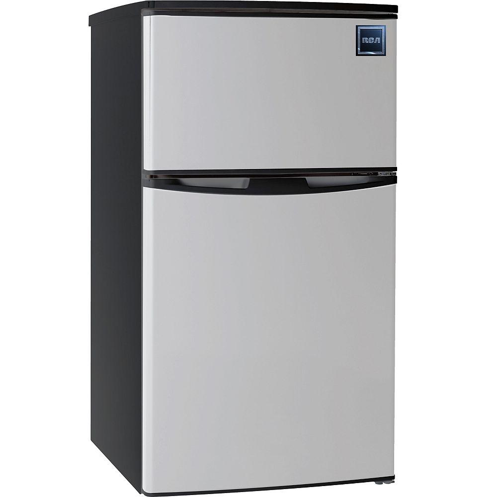 RCA Combinaison réfrigérateur/congélateur RCA de 3,2 pieds cube à 2 portes - Acier inoxydable