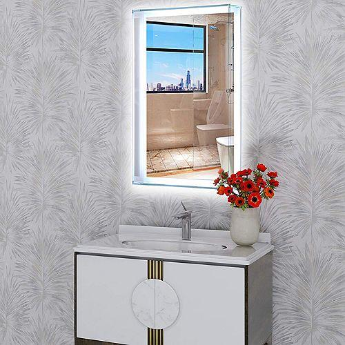 Miroir de salle de bains à DEL avec interrupteur à capteur tactile. DEL de  5500K. 7 lumens, 0.7W, 135pcs.