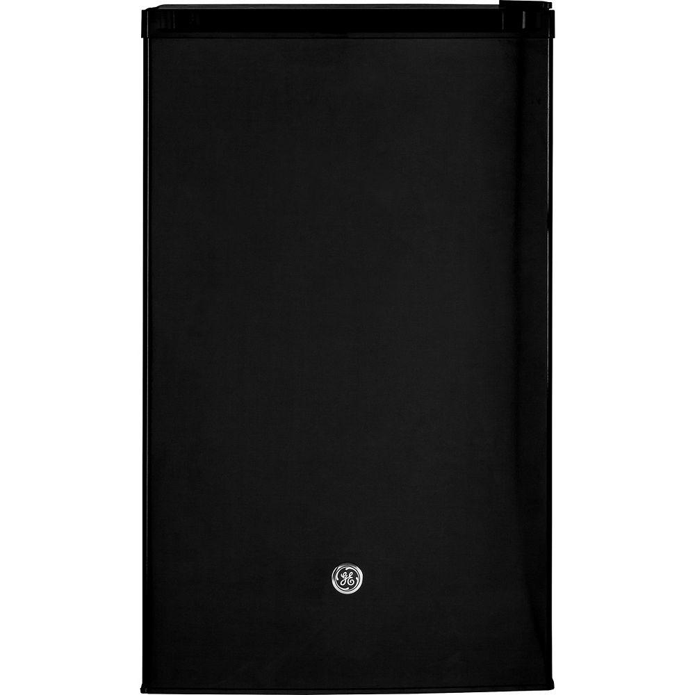 GE 4.4 cu. ft. Mini Refrigerator in Black