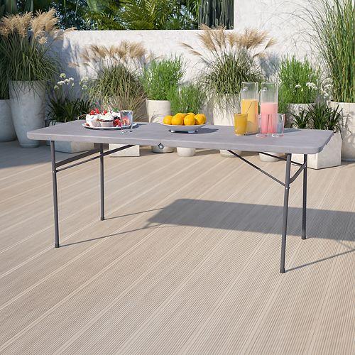 Table repliable en plastique gris foncé de 30 po larg. x 72 po long. avec poignée de transport