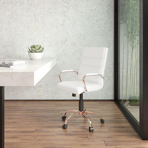 Chaise exécutive pivotante en cuir blanc à dossier mi-hauteur avec cadre doré rose et appui-bras