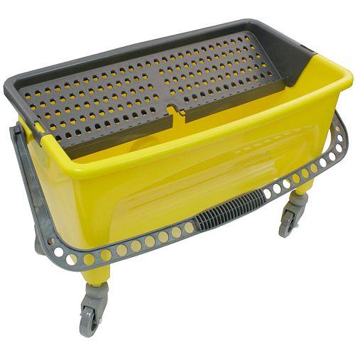 Seau pour lavage de vitre sur roulettes pour moppe plate avec poignée - 6 gal (21 L) - jaune