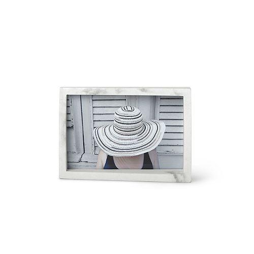 Umbra Edge Cadre 4x6 marbre blanc