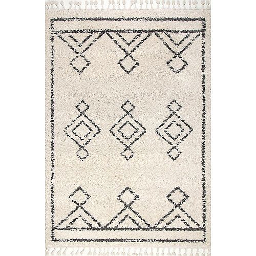 Mackie Moroccan Diamond Tassel Off White 5 ft. 3-inch x 7 ft. 7-inch Indoor Area Rug