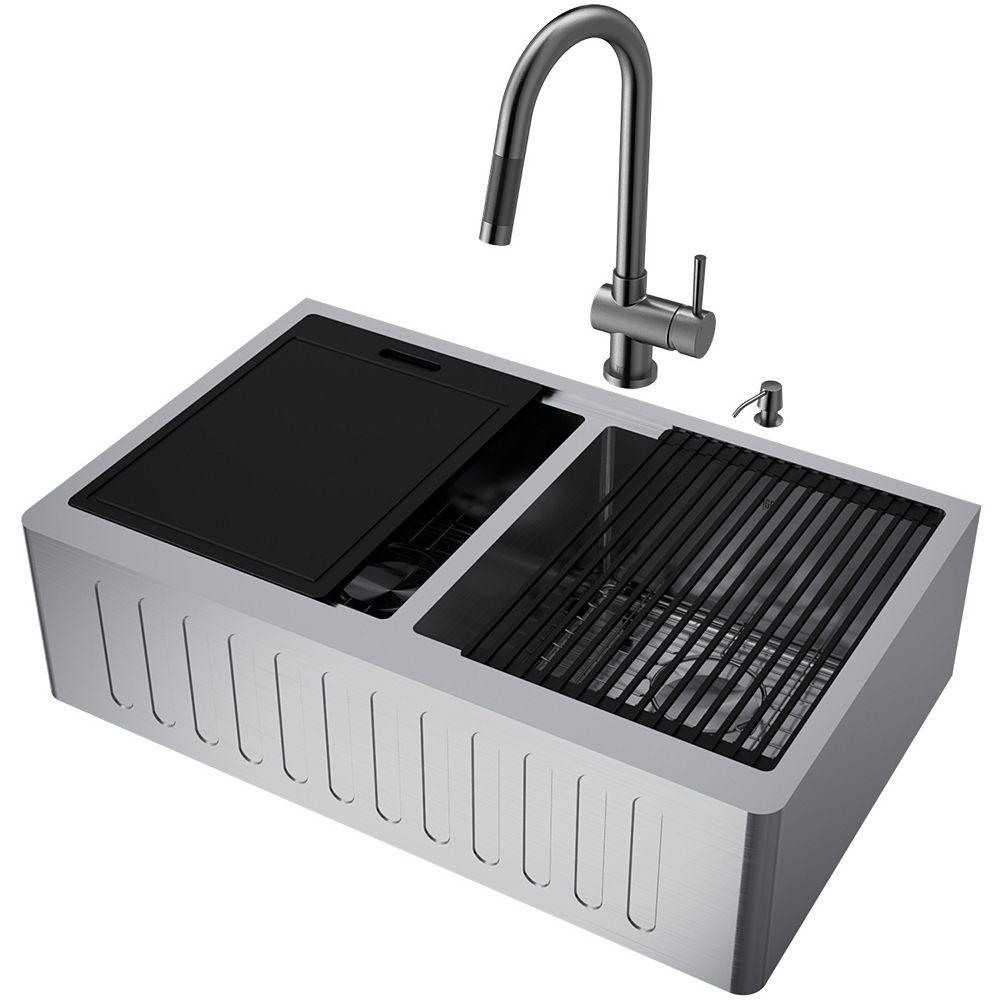 VIGO Oxford Acier inoxydable 33 po. Évier de cuisine à double cuvette avec tablier de style fermier, avec robinet et accessoires
