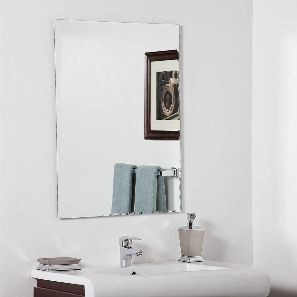 Decor Wonderland 32-inch  x 24-inch Rectangle Madeline Bathroom Mirror with Bevelled Edge and Dual Mounting Brackets