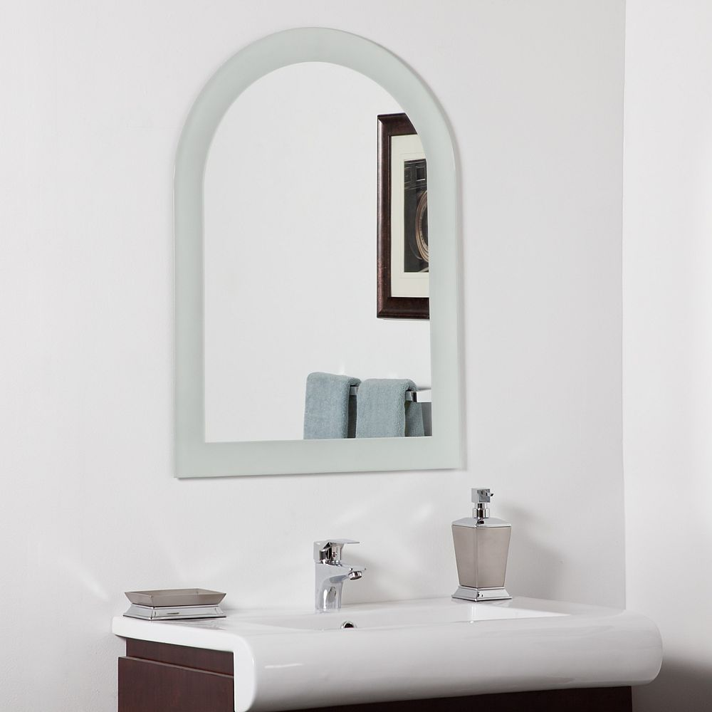 Decor Wonderland 32-inch  x 24-inch Arched Rectangle Serenity Mirror with Polished Edge and Dual Mounting Brackets