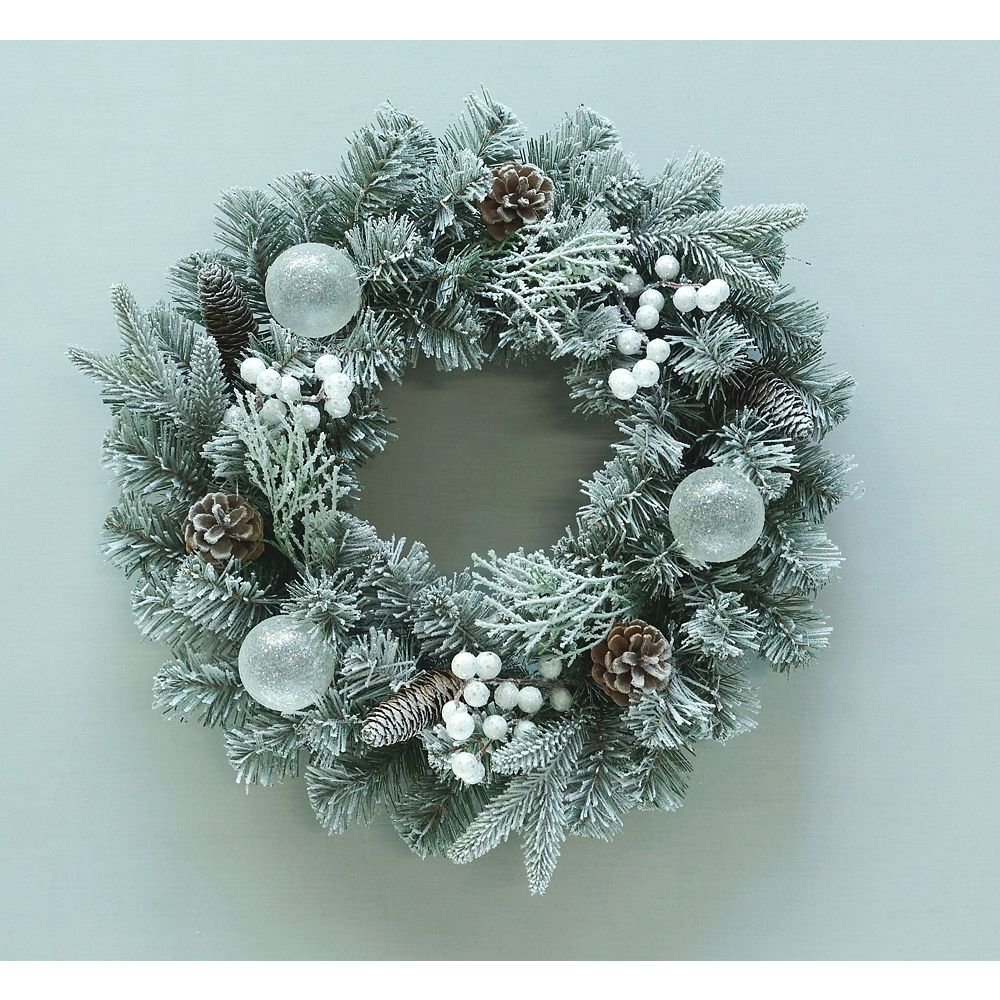 Home Accents Holiday 22-inch Flocked Christmas Wreath with White Berries